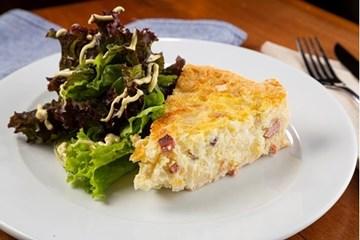 Imagem de Quiche Brie C/ Damasco  C/ Salada